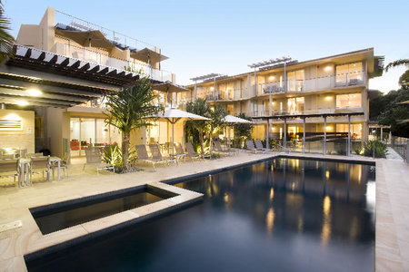 Maison Noosa Luxury Beachfront Resort - WA Accommodation