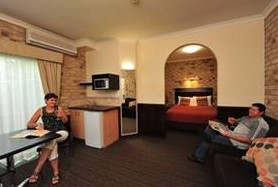 Highlander Motor Inn And Apartments - WA Accommodation