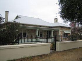 Naracoorte Cottages - MacDonnell House - WA Accommodation