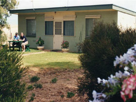 Oaklands Fishing Cottage - WA Accommodation