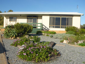 Oaklands Beach House - WA Accommodation
