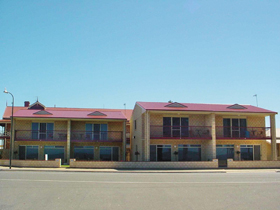 Tumby Bay Hotel Seafront Apartments - WA Accommodation