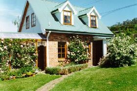 Conmel Cottage - WA Accommodation