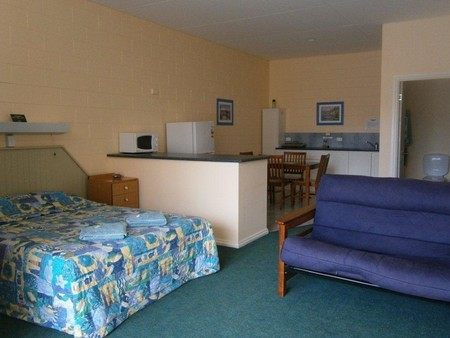 Penguin Holiday Apartments - WA Accommodation