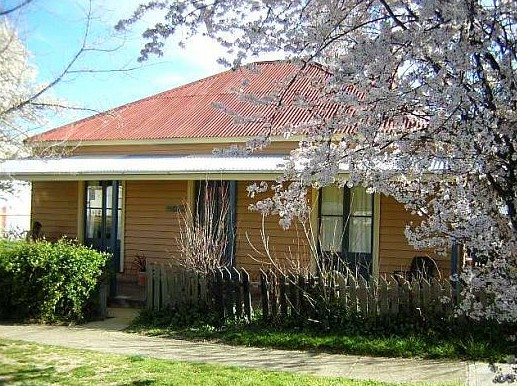 Cooma Cottage - Accommodation - WA Accommodation