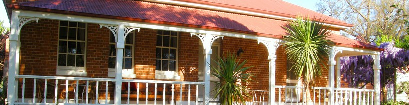 Araluen Old Courthouse Bed and Breakfast - WA Accommodation