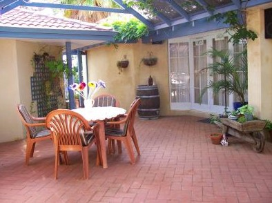 Greenways Hills Retreat - WA Accommodation