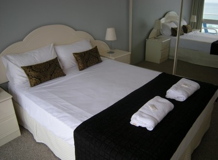 Pacific Regis Beachfront Apartments - WA Accommodation