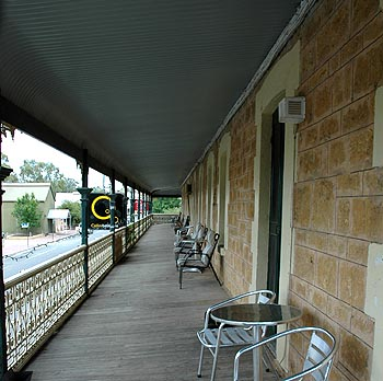 Hotel Mannum - WA Accommodation