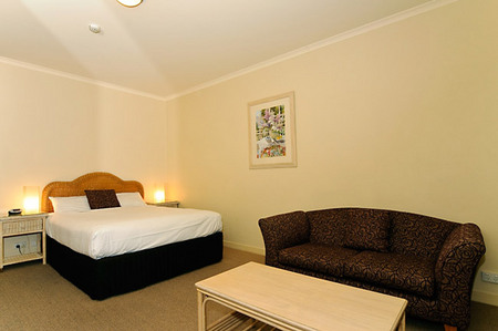 Quality Hotel Tiffins on the Park - WA Accommodation