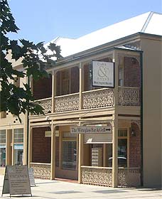 Cobb  Co Court Boutique Hotel - WA Accommodation