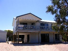 Acacia Beach House - WA Accommodation