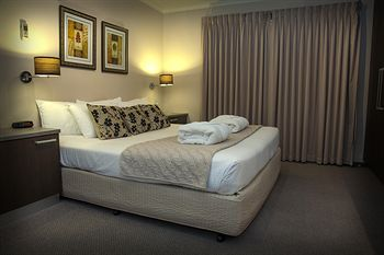 Eltham Gateway Hotel - WA Accommodation
