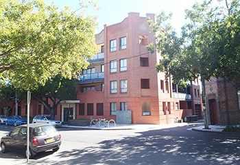 Ryals Serviced Apartments Camperdown - WA Accommodation