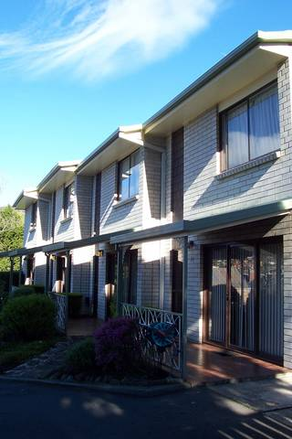 Davey Place Holiday Town Houses - WA Accommodation