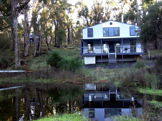 Hidden Grove Retreat - WA Accommodation