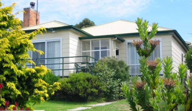 Lady Barron Holiday Home - WA Accommodation