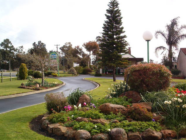 Mount Barker Valley Views Motel and Chalets - WA Accommodation