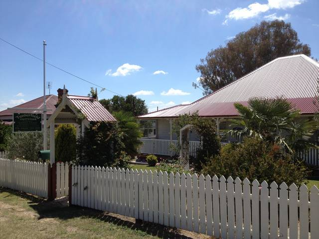 Tenterfield Luxury Historic c1895 Cottage - WA Accommodation