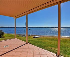 Luxury Waterfront House - WA Accommodation