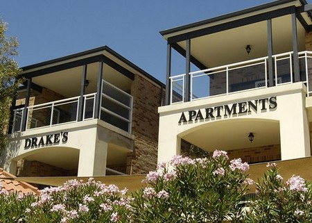 Drakes Apartments with Cars - WA Accommodation