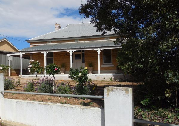 Book Keepers Cottage Waikerie - WA Accommodation