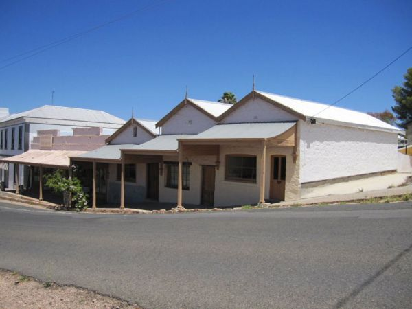 Carmines Antiques and Accommodation - WA Accommodation
