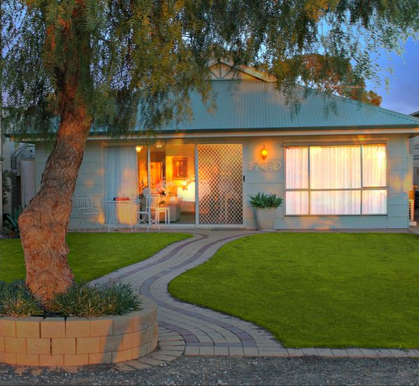 17 QED Lakehouse - WA Accommodation