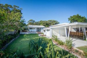 Back Beach Bungalow - WA Accommodation