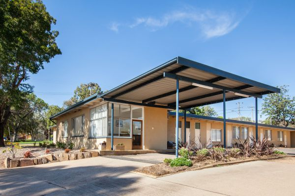 Gulgong Motel by Aden