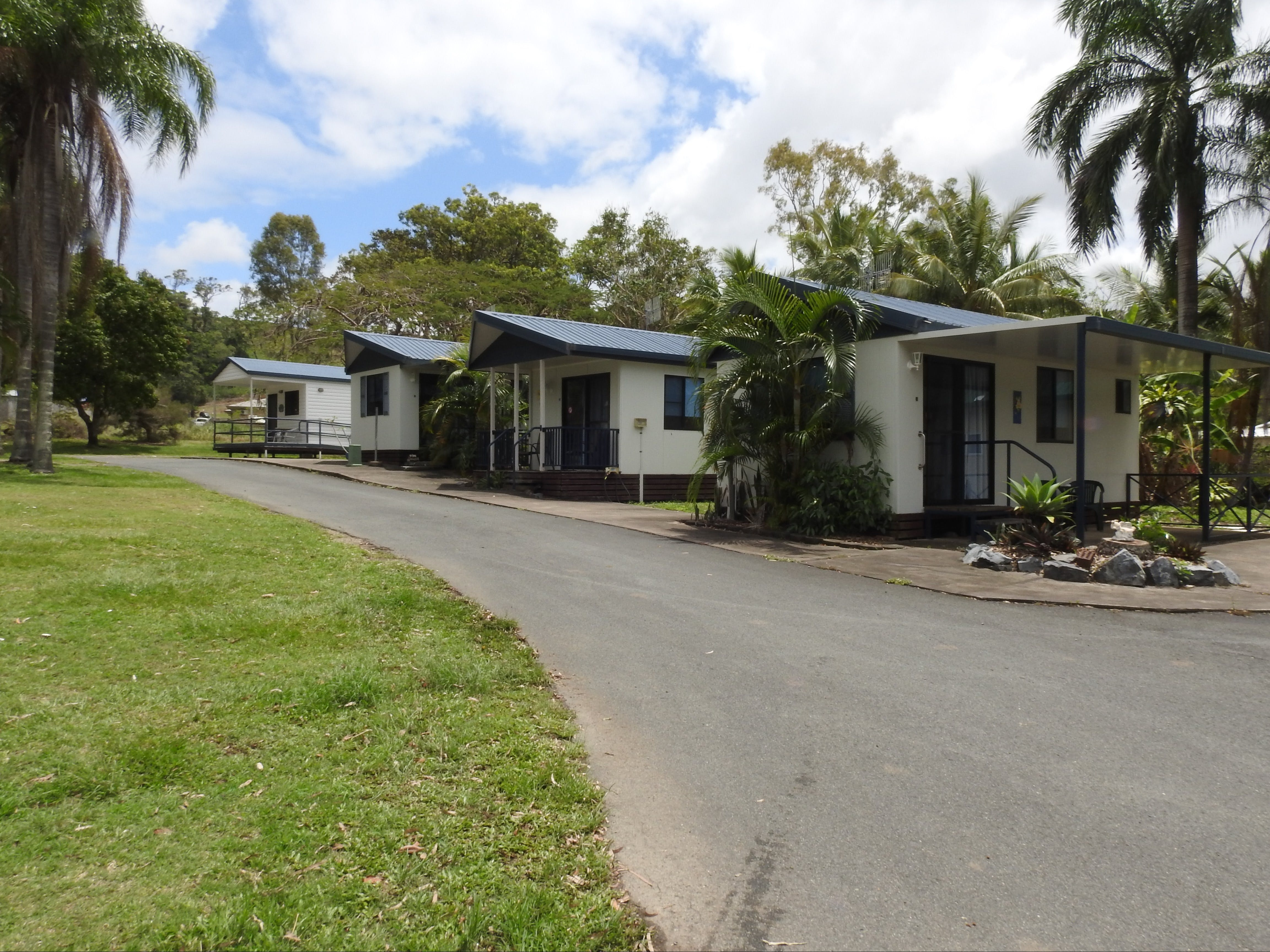 Tropicana Caravan Park Sarina - WA Accommodation