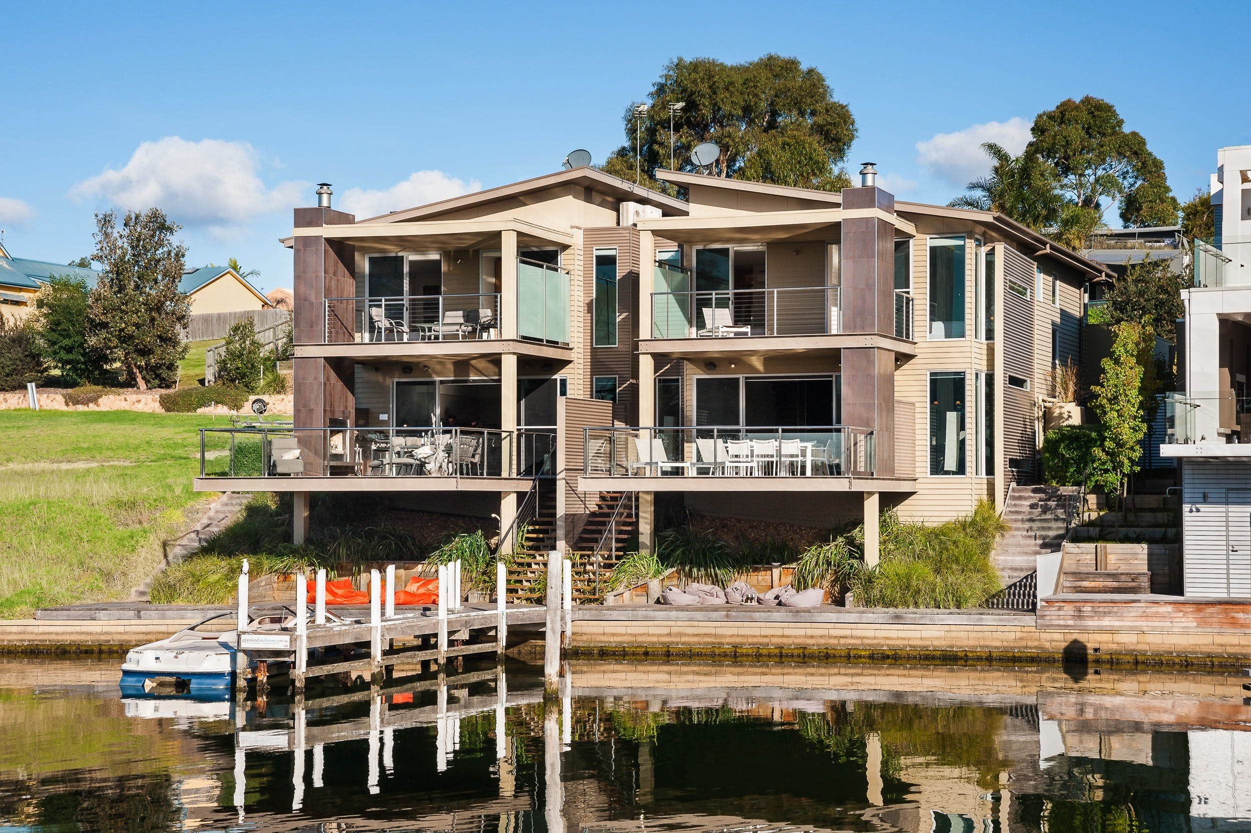 Gippsland Lakehouse - WA Accommodation
