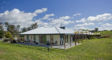Country Guesthouse Schonegg - WA Accommodation