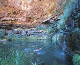 Dales Gorge and Circular Pool - WA Accommodation