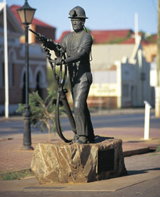 Miners Monument - WA Accommodation