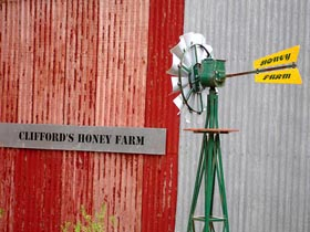 Clifford's Honey Farm - WA Accommodation