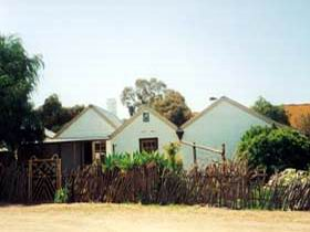 Miners Cottage And Garden - WA Accommodation