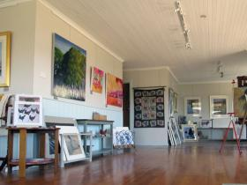 Tamar Valley Art Shack - WA Accommodation