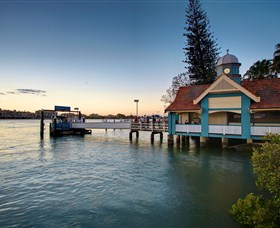 Oxford Street Bulimba - WA Accommodation