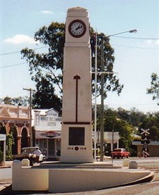 Goomeri War Memorial Clock - WA Accommodation