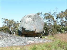 Tolmer Rocks - WA Accommodation