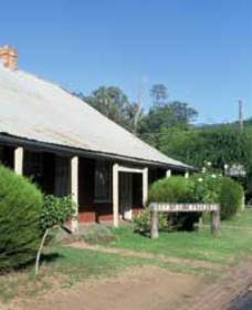Lion of Waterloo Tavern - WA Accommodation