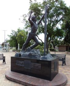 Miners Memorial Statue - WA Accommodation