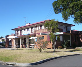 Hotel Oaks - WA Accommodation