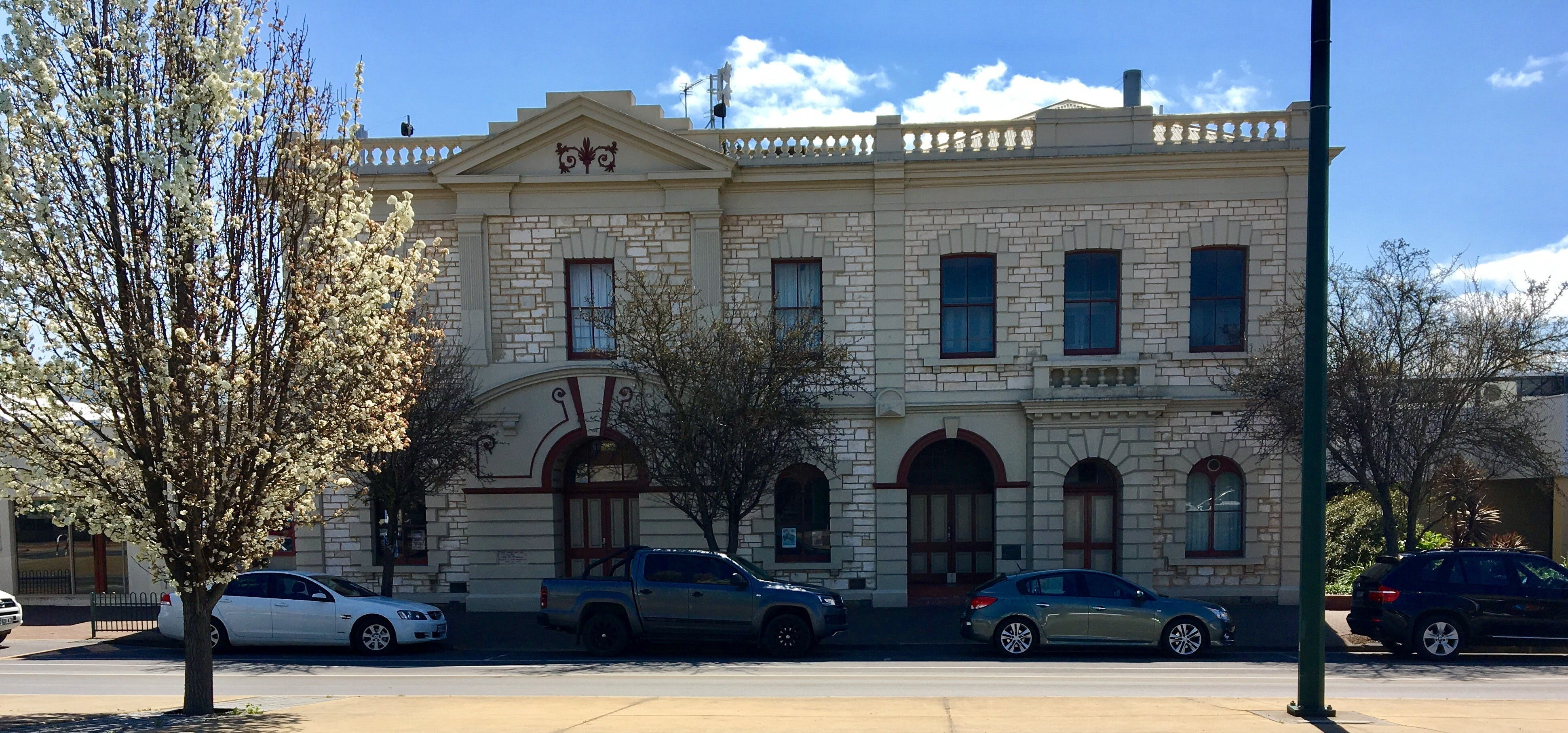 Naracoorte Town Hall - WA Accommodation