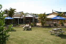Moonee Beach Tavern - WA Accommodation