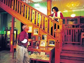 Hotel Corones - WA Accommodation
