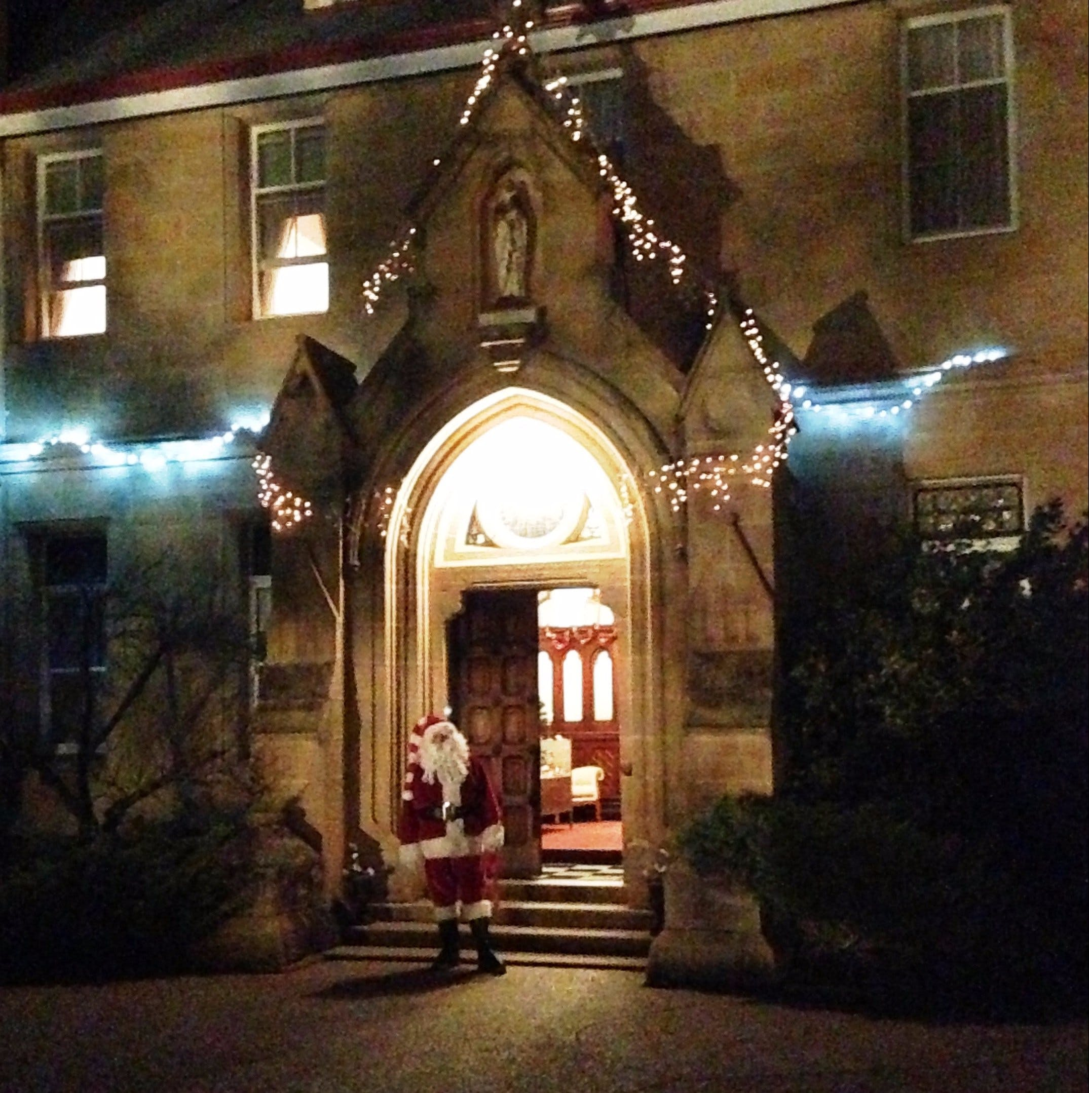 Abbey of the Roses - Christmas in July - WA Accommodation