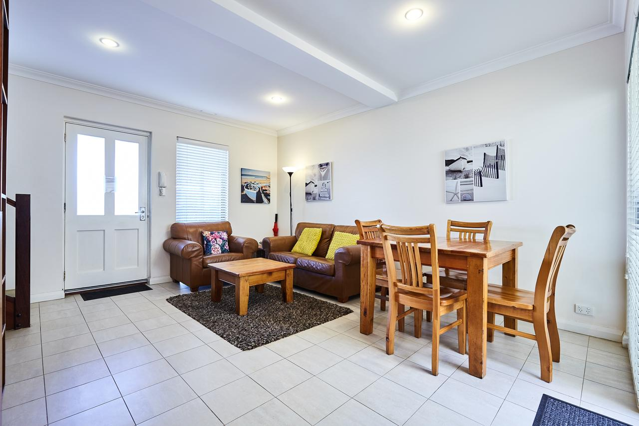 Fremantle Townhouse U/5 - WA Accommodation