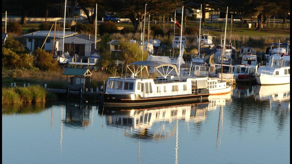 Swamp Fox luxury 2BR Dutch Barge - WA Accommodation